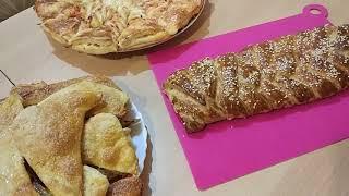 Слоёный пирог с сосисками и сыром