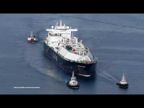 LNG Tanker CASTILLO DE VILLALBA arrives in Ferrol bay