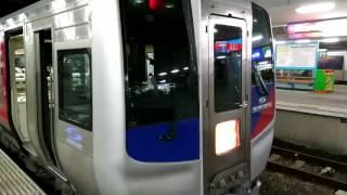 高松駅で停車中の2便目の徳島行きうずしおの最後尾