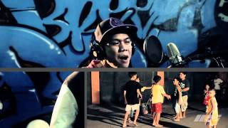 Repeat youtube video Maligayang Pasko Official Music Video - Breezy Boys and Breezy Girls.mp4