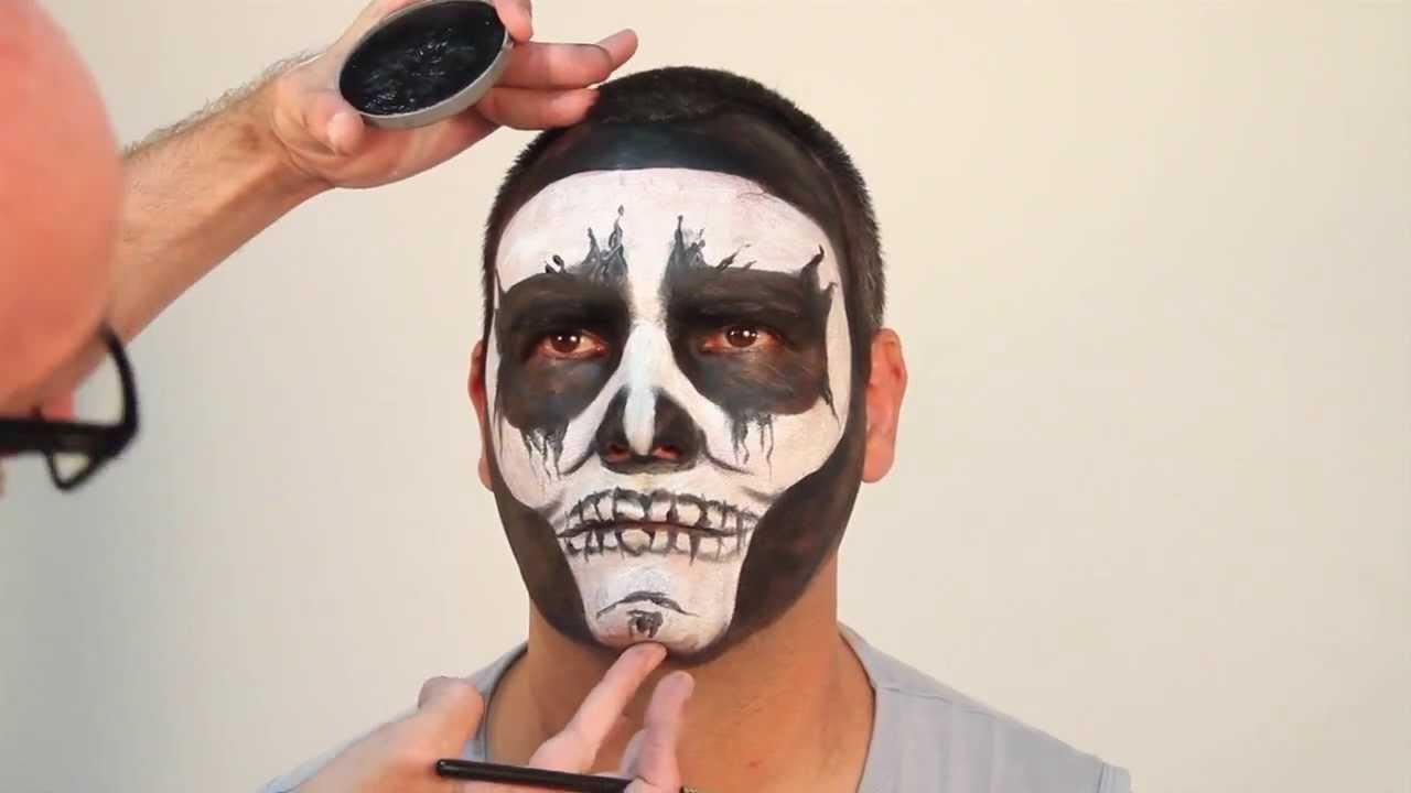La receta de la máscara para la persona con la miel de los puntos negros