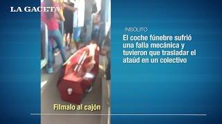El coche fúnebre los dejó varados y tuvieron que trasladar el ataúd en un colectivo