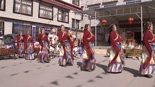 Tibetans Celebrate Tibetan Calendar New Year in Lhasa