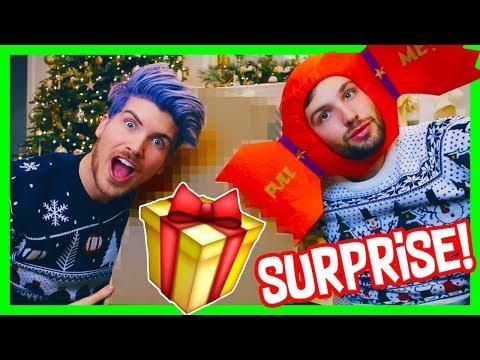 UNBOXING ZOELLA'S CHRISTMAS SURPRISE BOX!