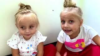 Todos juegos con niños y papá en la casa como el Suelo es lava