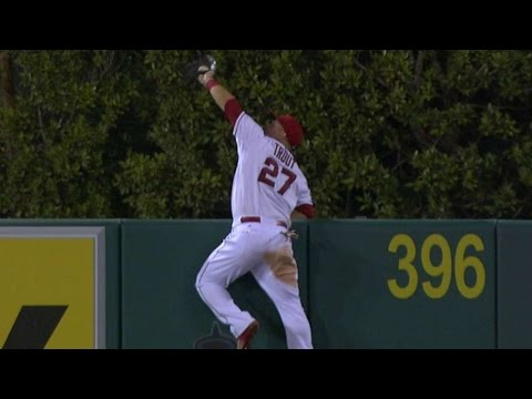 mike-trout-leaps-at-wall-for-an-incredible-grab