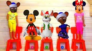 Cinco Ratoncitos de MICKEY y MINNIE saltando en la cama Rima y canciones infantiles I Nursery Rhymes