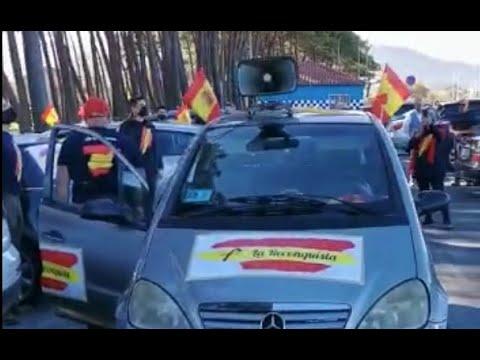 Una veintena de vehículos protagonizan en Vigo una caravana por España y en contra del Gobierno