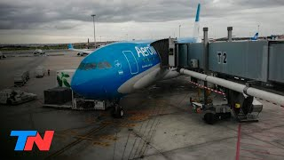Un pasajero enfermo ocultó síntomas para volver en avión a la Argentina: lo atendieron en vuelo