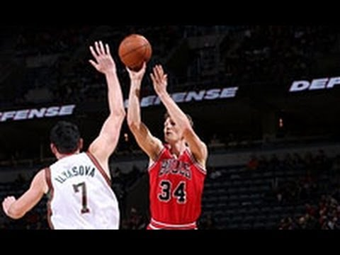 Mike Dunleavy Buries the Game-Winning Three for the Bulls!