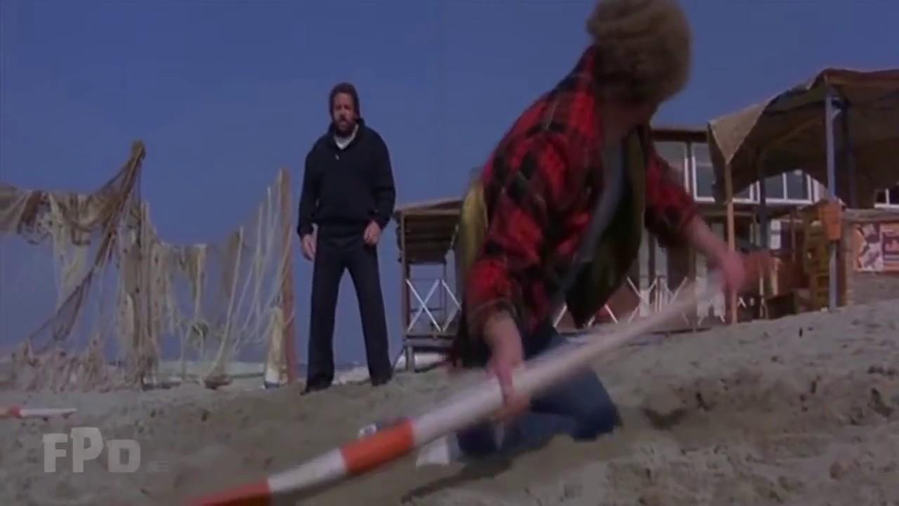 Download 1978: Lo chiamavano Buldozer - La mega scazzottata in spiaggia contro Orso