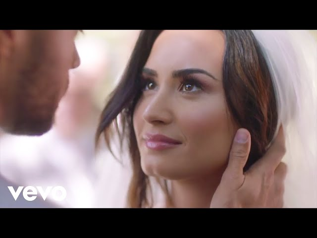 Demi Lovato casi se casa en su nuevo vídeo musical Tell Me You Love Me