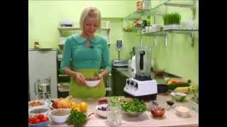 Žalio/gyvo maisto virtuvėje su Jūrate Marčiulaitiene