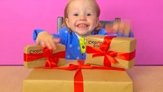 Открываем СюрпризБокс. Распаковка Обзор посылок. МЕГА крутые подарки игрушки! Surprizbox unboxing(Открываем СюрпризБокс с сайта http://surprizbox.ru Распаковка и обзор трех посылок с мега крутыми подарками и игрушк..., 2016-05-13T13:33:03.000Z)