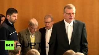 В Германии судят 94-летнего бывшего охранника лагеря смерти Освенцим(В Германии начался судебный процесс над 94-летним бывшим эсэсовцем Райнхольдом Ханнингом, который служил..., 2016-02-12T10:12:41.000Z)