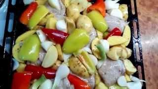 Куриные бёдрышки, запечённые с овощами