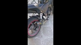 HONDA CBR250R AKRAPOVIC EXHAUST SOUND with and without db killer.