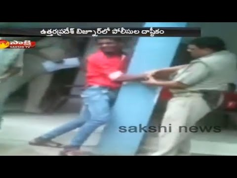 Uttar Pradesh Cops Brutally Beats a Man || Video Hulchul in Social Media