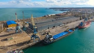 Крымъ 4K: Бывшая индустріальная Керчь въ районѣ Рыбнаго порта, Крымскій мостъ