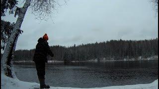Рыбалка на Налима на реке с ночёвкой в зимнем лесу в Карелии #Жарка Ряпушки на примусе Шмель-1