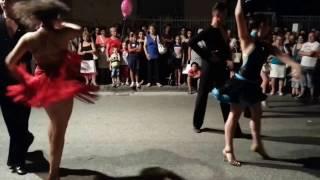 Девочки танцуют феста 3