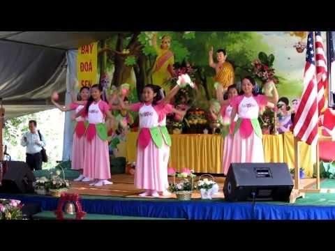 Múa mừng Phật Đản Sanh