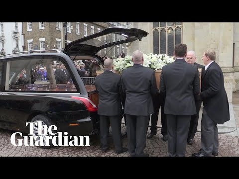 Stephen Hawking: crowds line streets of Cambridge for physicist's funeral
