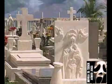 Broma En Cementerio Limpiando Lapidas