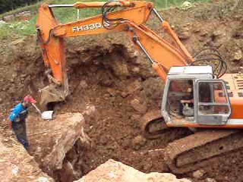 Fiat Hitachi FH330,3 in cava di marmo a Cesuna (vi)