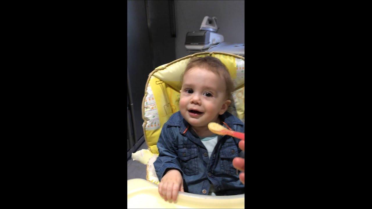 A quel âge un bébé peut il manger seul ? - Explic