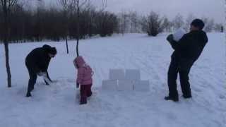 как построить снежную крепость - how to build a snow-castle(технология строительства снежной крепости из икеевских контейнеров. Блоки лепятся в любую погоду, даже..., 2013-01-26T10:31:53.000Z)