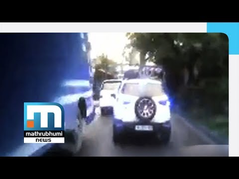 Car does not give way to ambulance carrying newborn baby| Mathrubhumi News