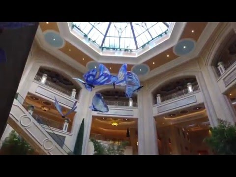 Going for Breakfast from Treasure Island to The Palazzo in 4K