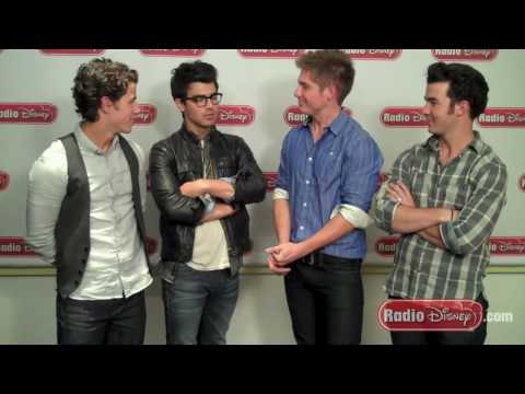 Joe Jonas and Demi Lovato Camp Rock 2 Prank with the Jonas Brothers