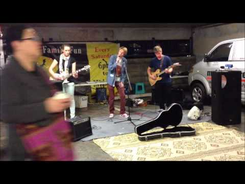 Haast eagle Performing Live at Auckland Night Markets