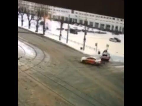 В Перми водитель снес дорожный знак, который упал на пешехода | 59.RU