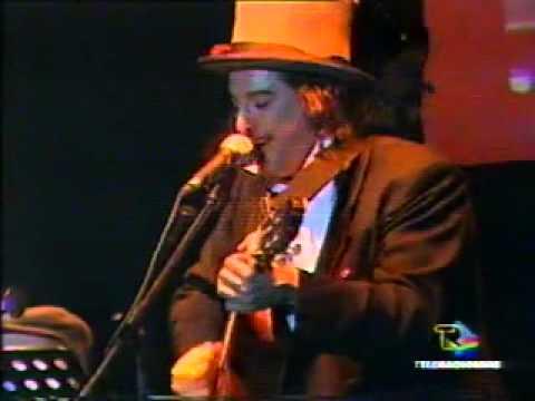 Ultimo concerto di Matteo Salvatore(con Capossela e De Sio), Foggia 26/11/2004 Teatro Ariston.mp4