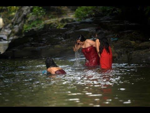 Holy Bath In Sali Nadi | साली नदीमा नुहाउँदै वर्तालु महिलाहरु | Nepali Women Taking Holy Bath