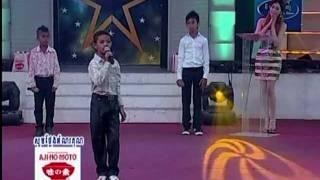 2 / Khmer boy sing for international children's day