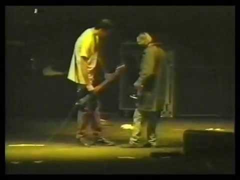 Nirvana Fail Polly ( Kurt Cobain não lembra como toca a música)