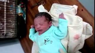 وكالة قاسيون  أطباء في بلدة مضايا ينجحون بإجراء عملية ولادة قيصرية في ظل شّح المعدات والأدوية