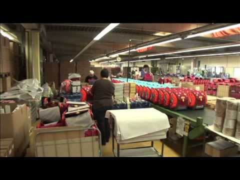 c958d846a1e28 شنط درجة أولى جلد طبيعي للبيع تركيا اسطنبول · Scout. How a school bag is  made.