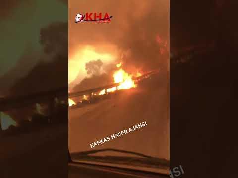 Yangına müdahale eden jandarma ekipleri alevlerin ortasında kaldı #shorts #yangın #OrmanYangınları