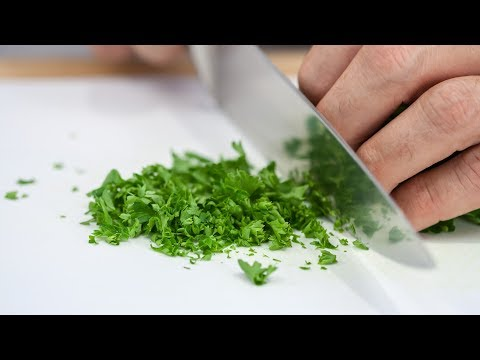 How to Chop Parsley Like a Real Chef - Mincing Parsley