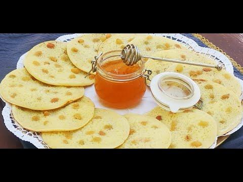 """recette-crêpes-""""mille-trous""""-aux-raisins-secs,-un-délice-venu-tout-droit-de-la-table-des-1001-nuits."""
