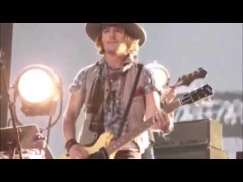 The Black Keys - Gold On The Ceiling Ft. Jhonny Depp