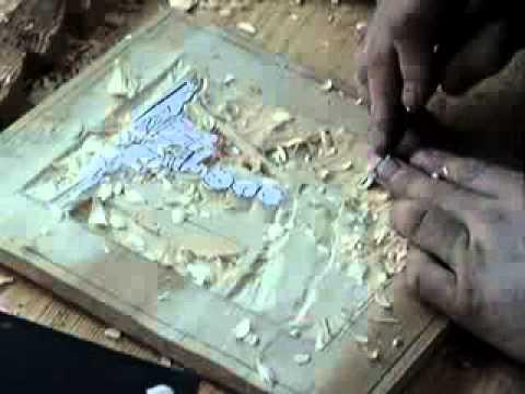 Мастер-креативщик создает на дому захватывающие резные картины из .