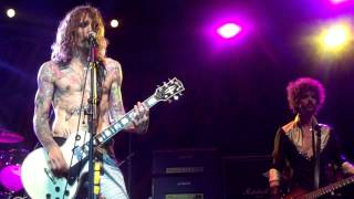 """The Darkness performing """"Love Is Not The Answer"""" at Terminal 5 in NYC."""