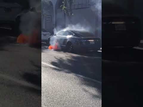 Tesla Spontaneously Burns Up