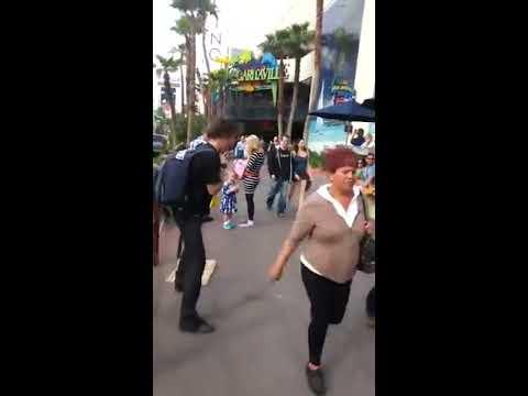 Las Vegas strip. Typ lässt sich in die Eier treten - YouTube